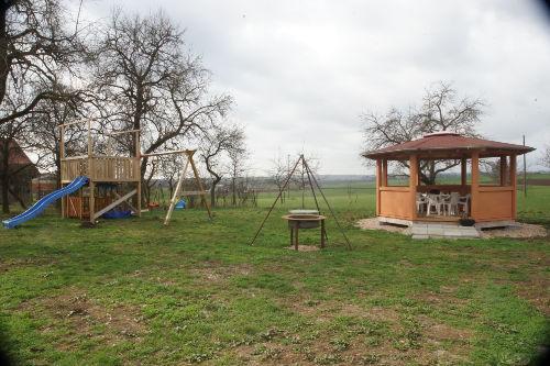 Garten mit Grill und Pavillion