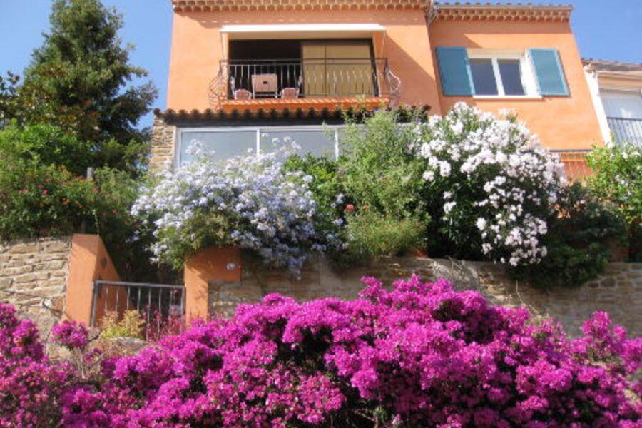 Das Haus mit seinen zwei Ferienwohnungen