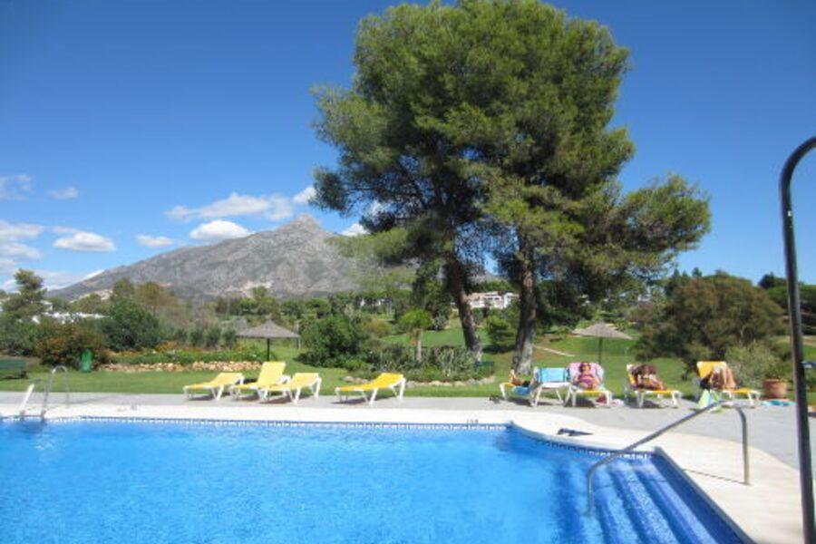 Wunderschöne Gartenanlage mit Schwimmbad