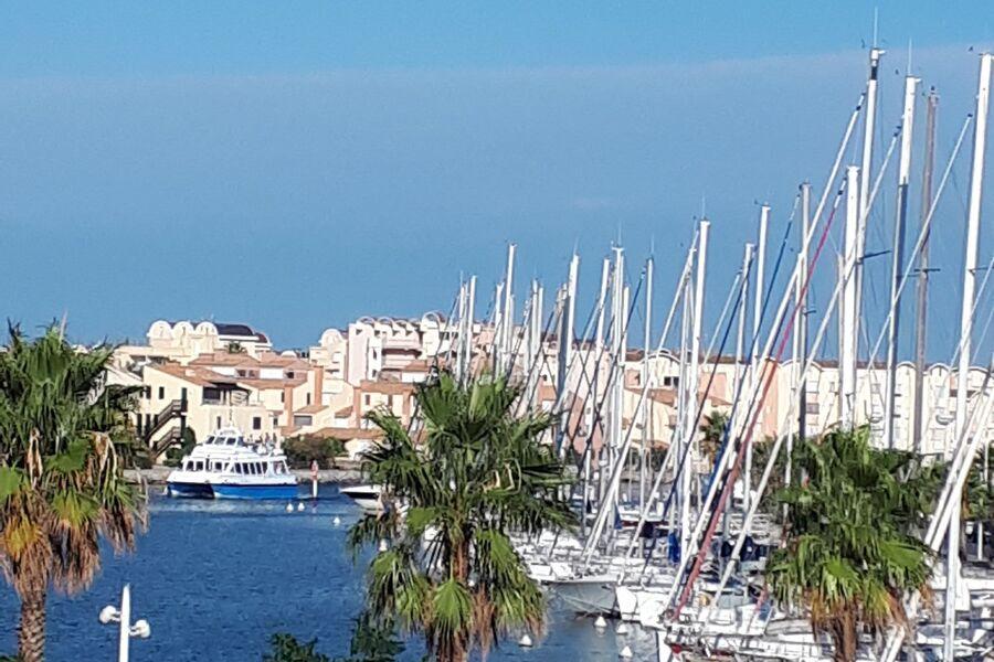 Terrassenblick auf den Hafen