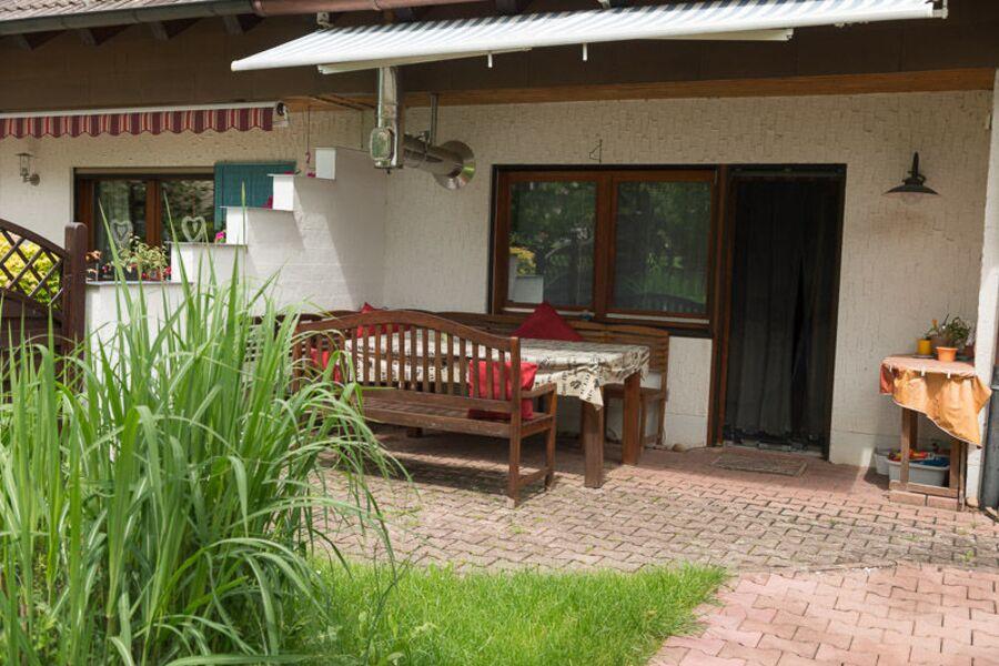 Terrasse mit Sitz.- und Grillmöglichkeit