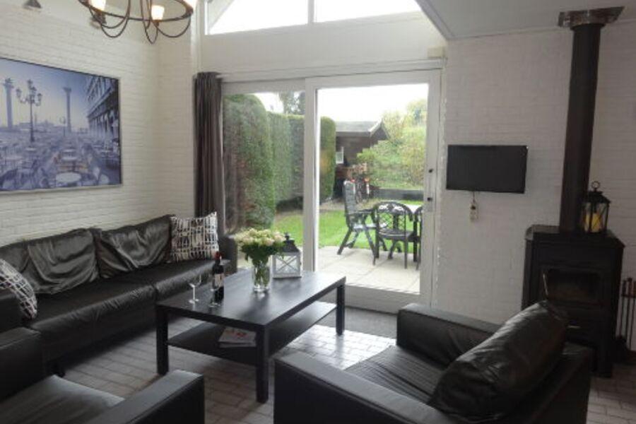 Ferienhaus Ouddorp Wohnzimmer mit Garten