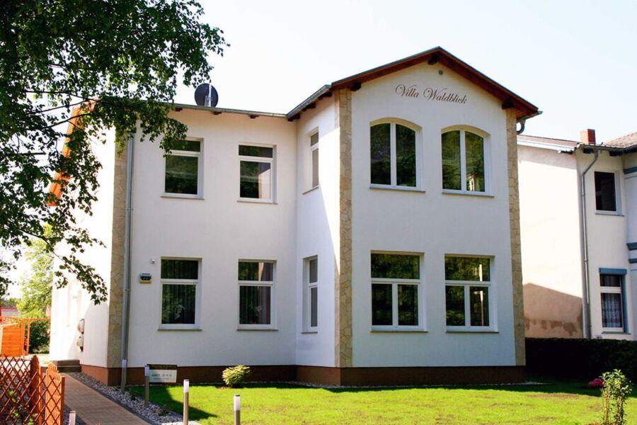 Anischt der Villa von der Waldstraße - FeWo Waldbl