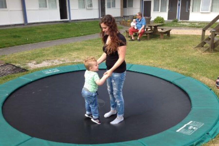 Kindern lieben zu spielen im Garden B7