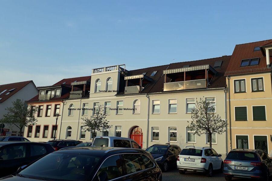 Der mittlere Balkon gehört zur Wohnung 3