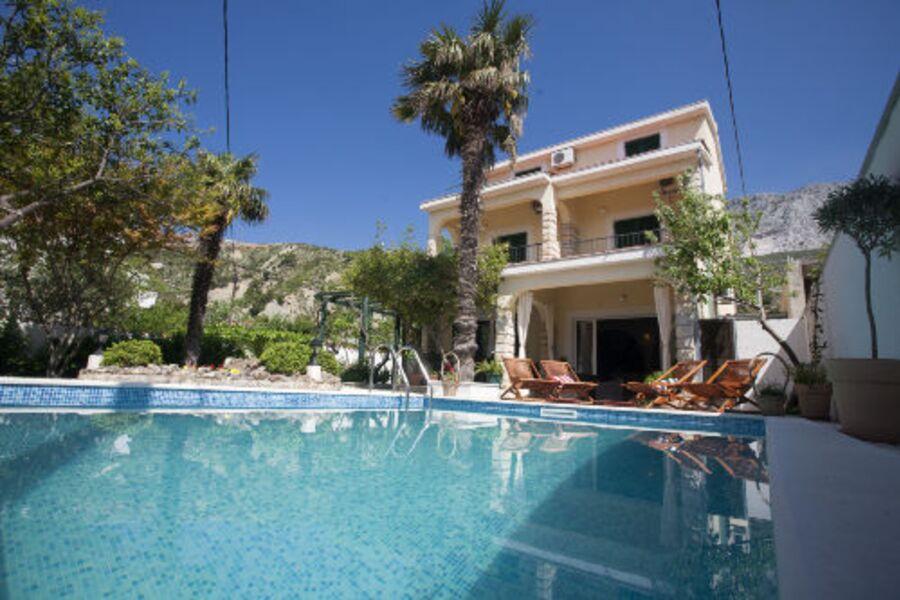 Villa mit Pool nur 20m von Sandstrand