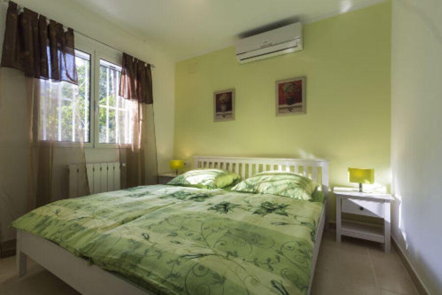 Schlafzimmer mit SAT TV