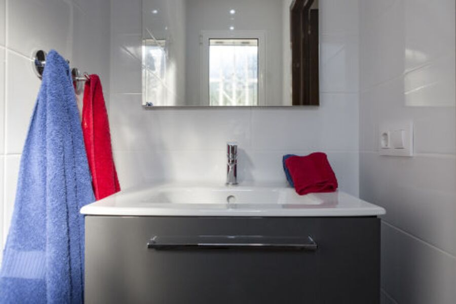 Tageslicht GästeWC mit grossem Waschtisc