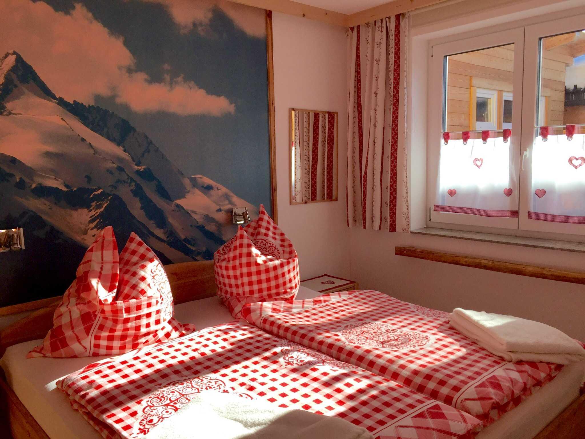 Schlafzimmer im EG Bergkristall mit TV