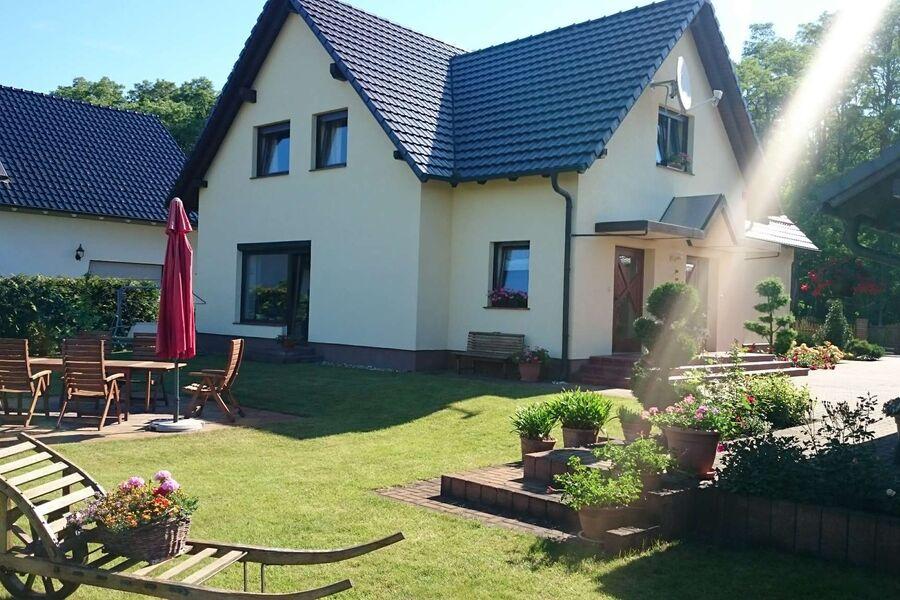 Garten- und Terrassenseite