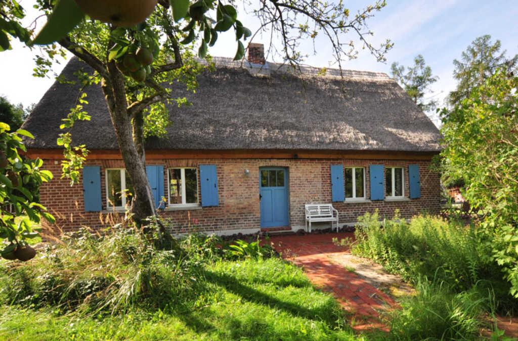 Historisches Reetdachhaus mit Bauwagen und großem Obstgarten, Denkmal ans Haff