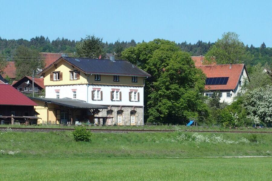 Der Bahnhof von der Donauwiesen aus