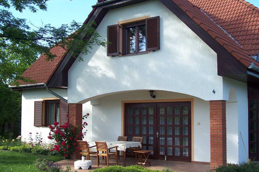 Haus zur Strassenseite