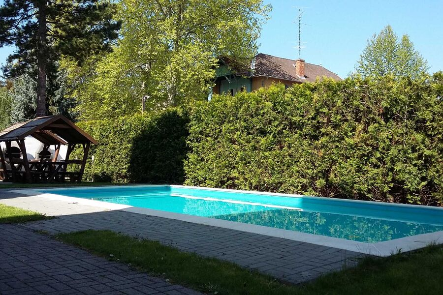 Garten mit dem beheizte Pool