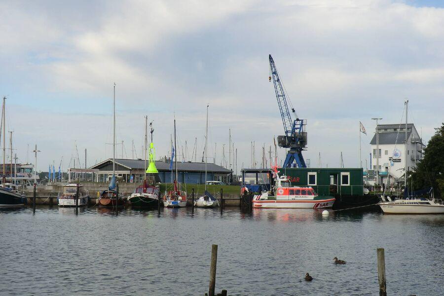 vom Steg zum gegenüber liegenden Hafen
