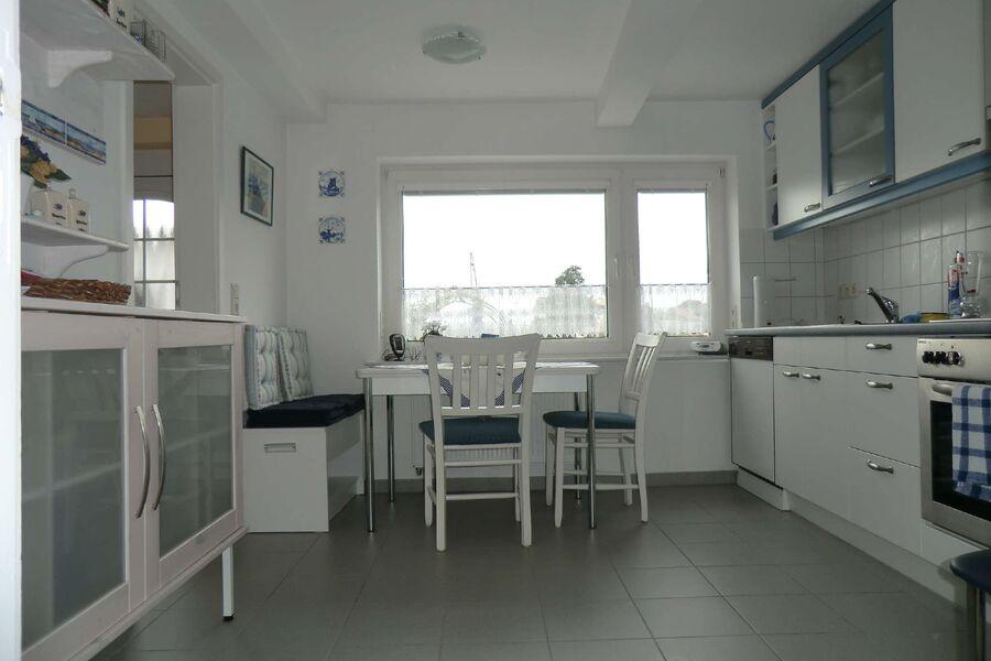 Küche mit Blick zum Wasser