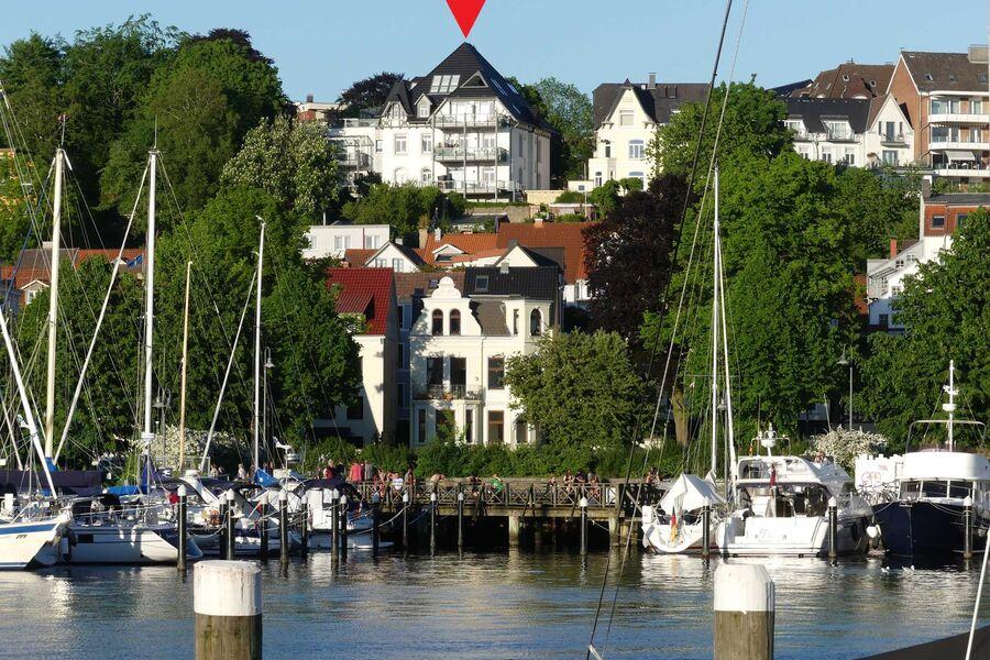 Villa vom Hafen aus gesehen