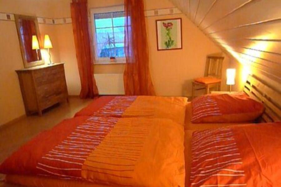 Blick ins Schlafzimmer 1