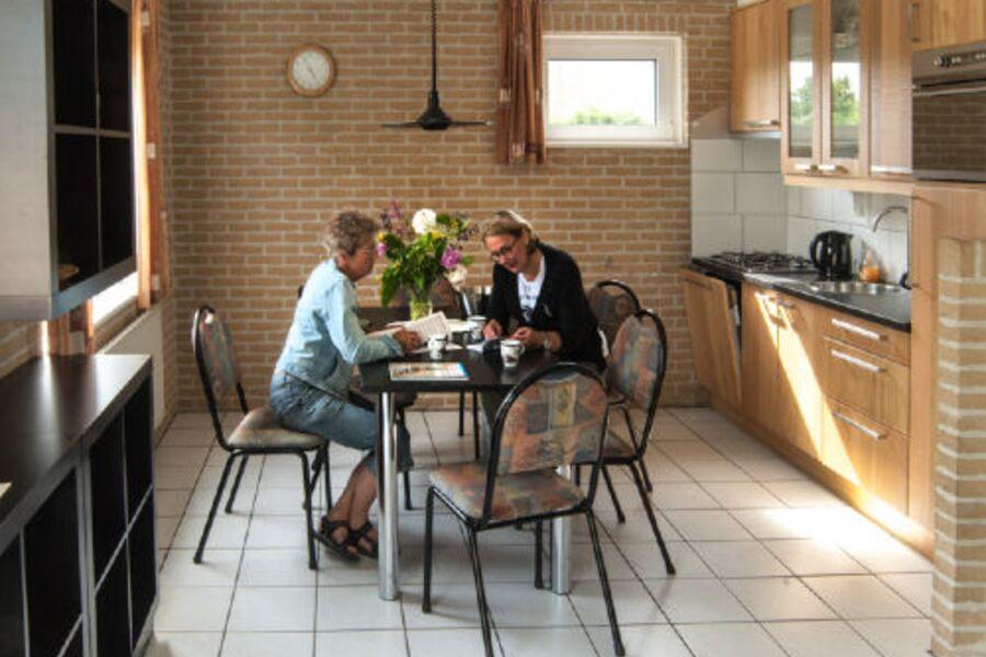 Küche mit Geschirspüler, Combi-Back-Ofen