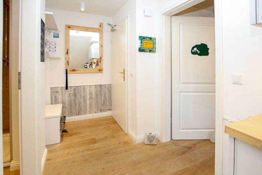 Küchenzeile mit allen Geräten