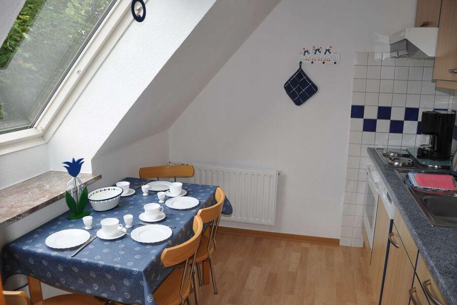 Eine Wohnküche mit Platz für 5 Personen
