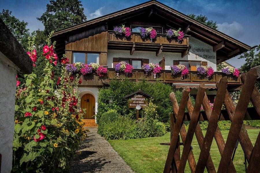 Haus Pia Maria- Ansicht mit Garten