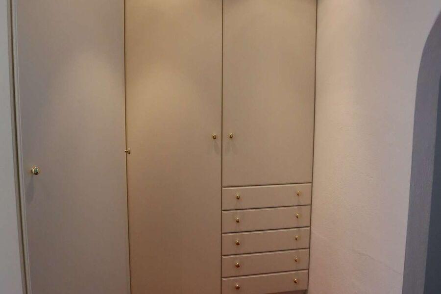 Schrank Zimmer