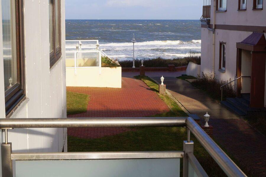 Genießen Sie die Meeresluft vom Balkon.