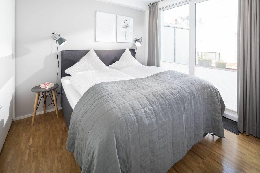 Schlafzimmer mit Boxspringbett 1,80x2,00