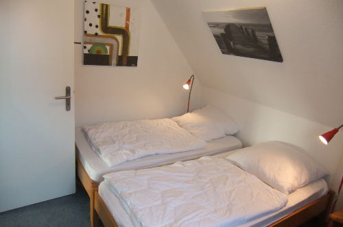 Schlafzimmer 1 (unten)