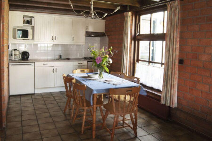 Wohnraum: Küche mit Essecke