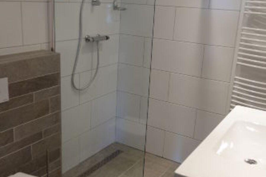 Badezimmer, Dusche, Toilet ebenerdig