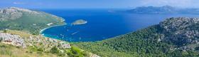 Balearen - Im Hintergrund das Meer