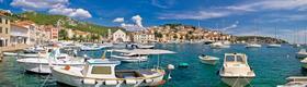 Ein Hafen mit Sportbooten in Kroatien