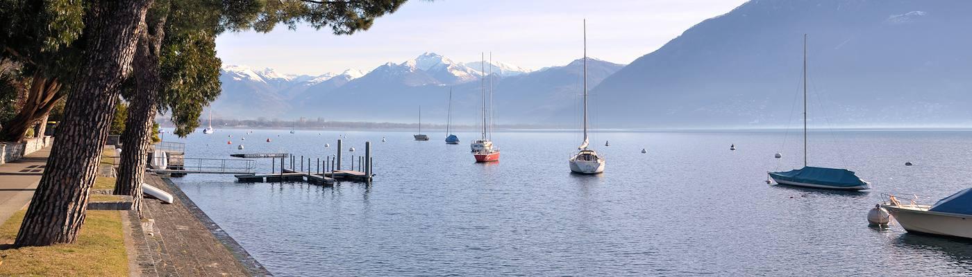 lago maggiore lombardei see boote
