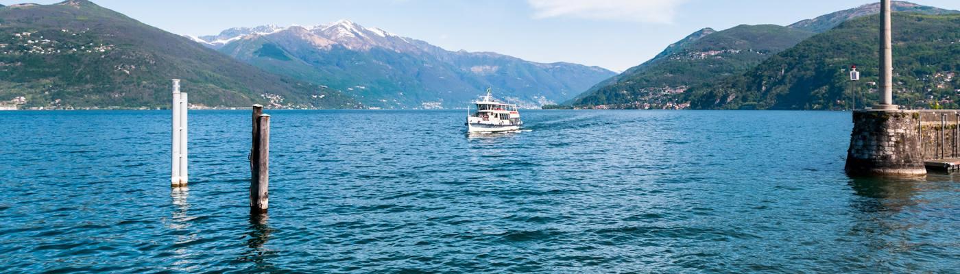 luino lago maggiore see schiff