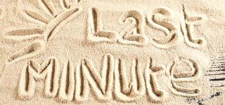 Last Minute Schriftzug im Sand
